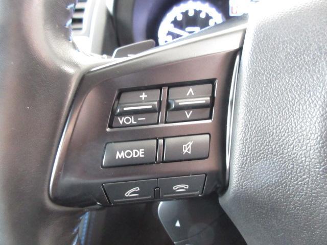 ステアリングにオーディオコントロールスイッチ。オーディオの操作がお手元で可能です。