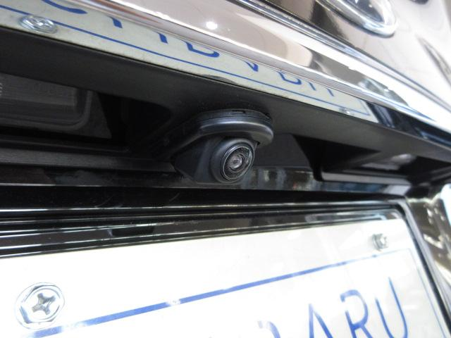 リアカメラ付きなので、シフトレバーをリバースにすると連動してカメラ映像に切り替わります。