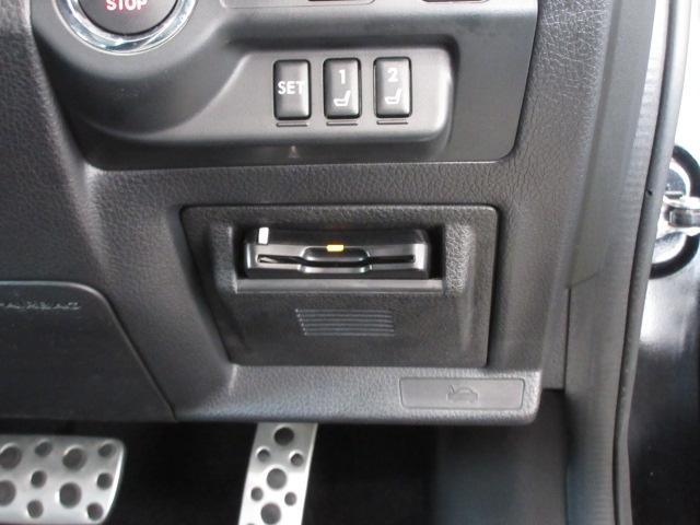 ハンドル右下にビルトインETC。車種専用ケースにて装着されており運転の邪魔にもならず高速の乗り降りも楽になります。