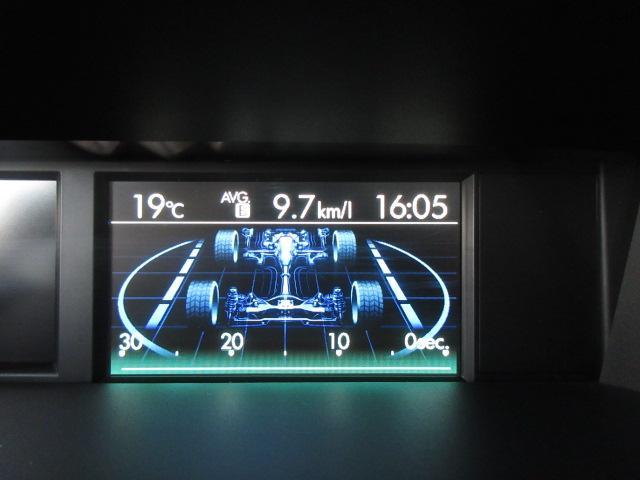 マルチファンクションディスプレイ。燃費の情報からアイサイトのお知らせ、コーナーセンサーの表示、横滑り防止装置の監視モードなどさまざまな情報を教えてくれます。