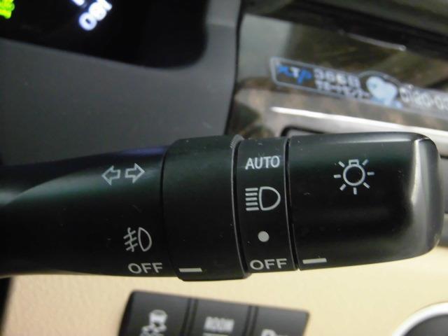 オートライトついています。ヘッドライトはHIDです。フォグランプはハロゲンです。