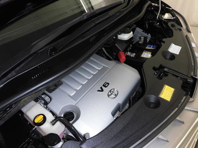 3.5Lガソリンエンジンです。ハイオクガソリン仕様です。タイミングチェーンです。「スマイルクリーン」では、普段は見えないエンジンルームも手を抜きません!