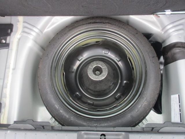 もしもの時もこれで安心です。中古車購入の際はスペアタイヤも是非確認ください。