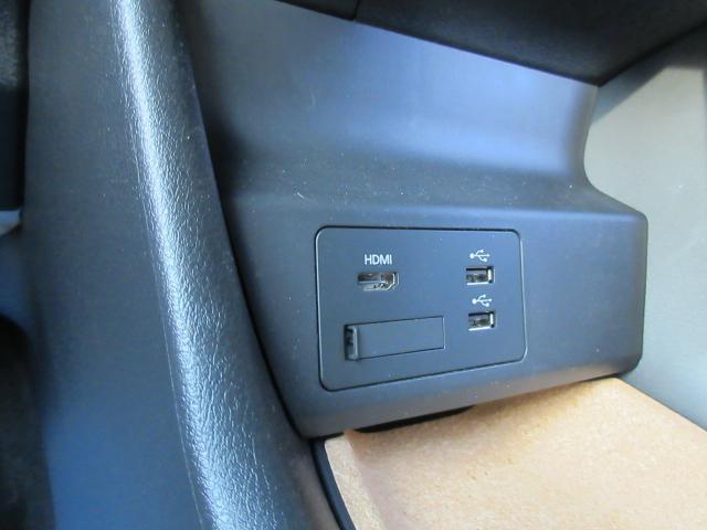 USB接続ポートにHDMI端子を装備しています。スマートフォンやミュージックプレーヤーなどの接続に最適です。もちろんブルートゥース接続にも対応しています!