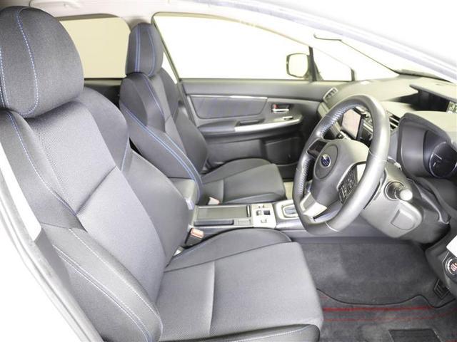運転席です。運転しやすいように設計されています。実際に座っていただくと実感していただけると思います。