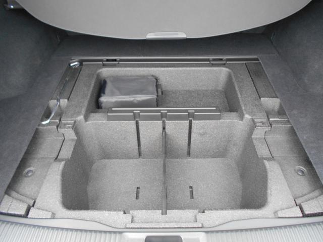 トランク下の収納