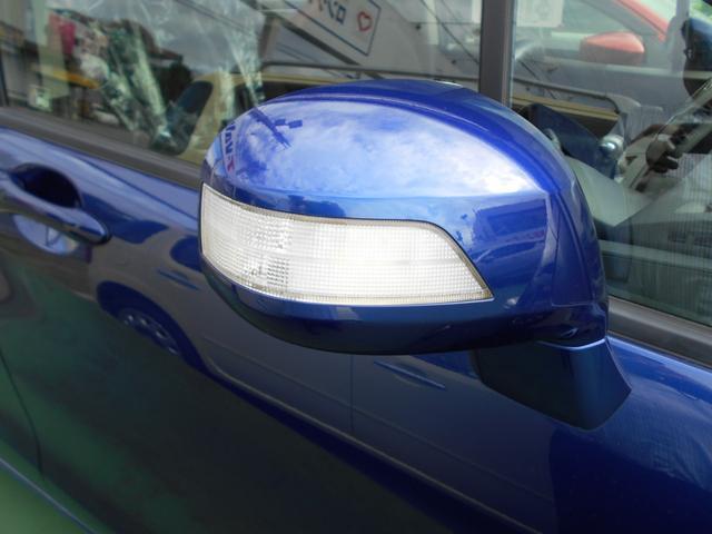 ウィンカー付きドアミラー。周囲からの視認性が良くなり安全性がUPします。