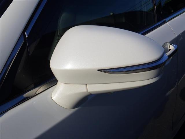 周りの車両からも見やすいターンランプ付きドアミラー