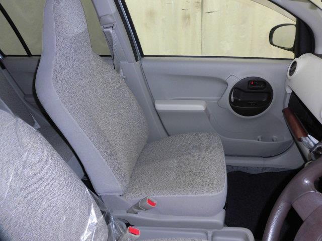 スマイルクリーンというトヨタが誇る清掃です。内装・外装・エンジンルーム、ピカピカです!