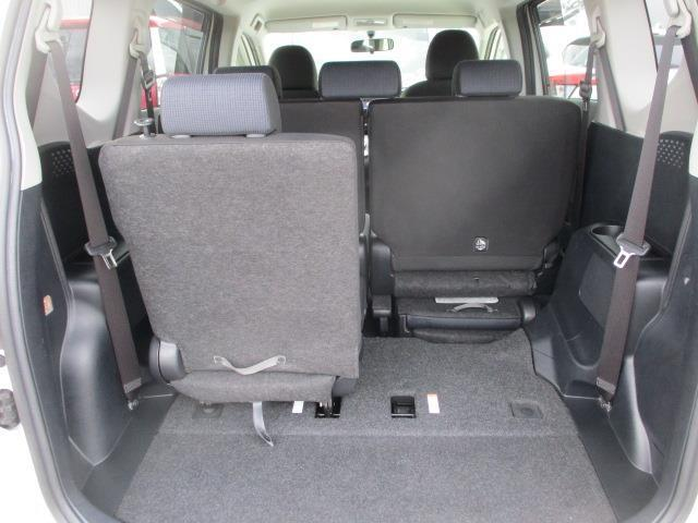 【サードシート】サードシートは5:5の分割収納式です。