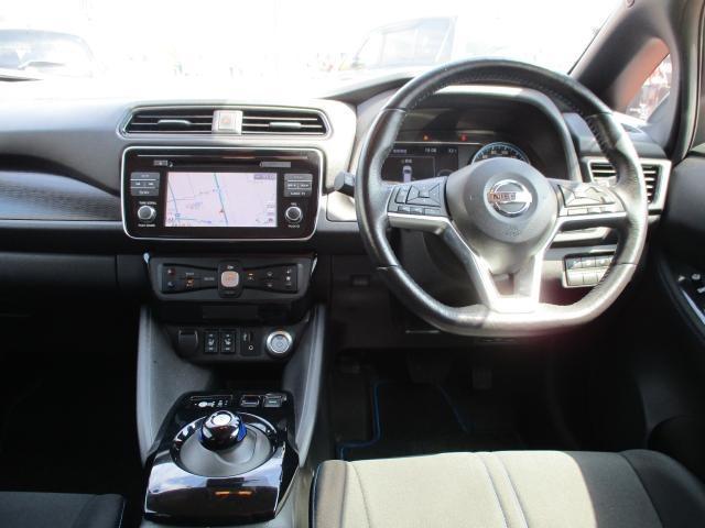 リーフ専用NissanConnectナビは充電スポットの自動更新や、Bluetooth対応//DVD再生/CD録音などの充実したAV機能、さらにさまざまなスマホアプリと連動