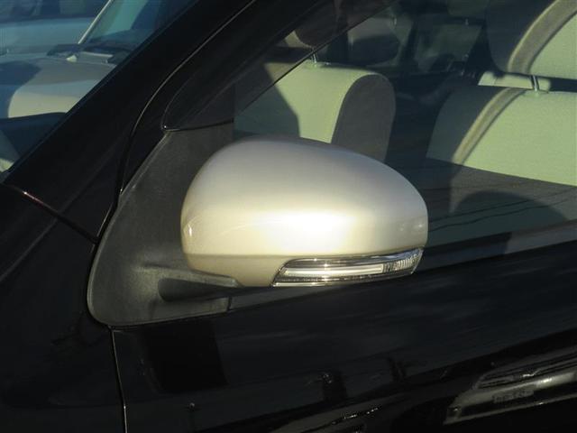 カップフォルダーです。飲み物がありますと車内でも快適ですね♪