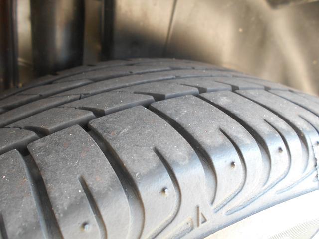 タイヤの溝はたっぷりと有ります