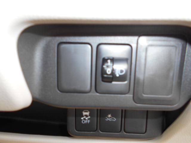 ヘッドライトレベライザーで対向車にも優しい装備です。