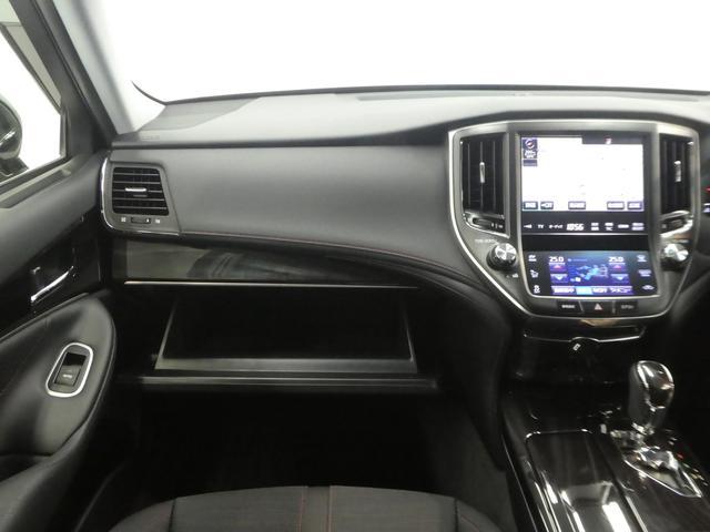 助手席の収納も充実しております。運転席目線の画像です。視界も広く運転しやすいですよ。