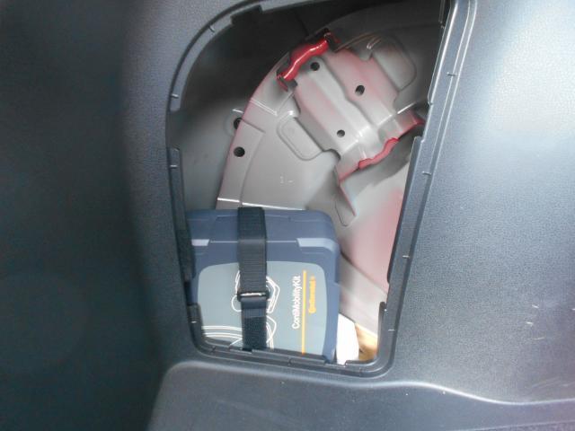 万が一のパンク時には応急用パンク修理キット装備、スペアタイヤはありません。