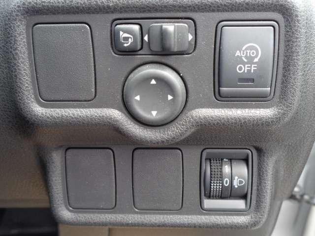 信号待ちなどで停止すると自動的にエンジンをストップさせて燃費を向上させるアイドリングストップ。必要に応じてオフにすることもできます。