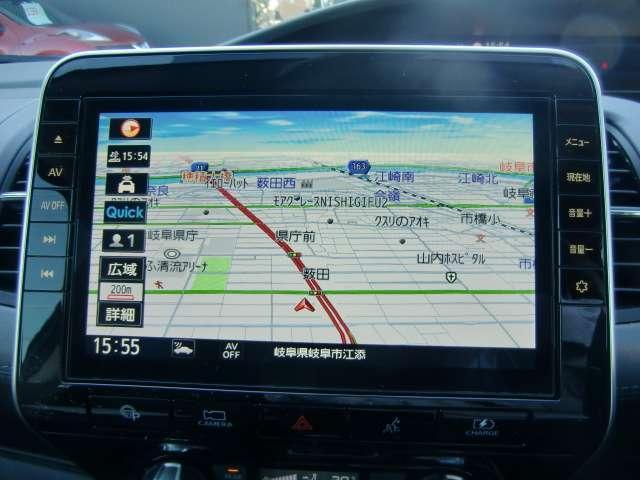 通信ユニット内蔵の日産純正10インチメモリーナビ(MM520D-L)装備。NissanConnectマイカーアプリ対応、オペレーター通話や音声対話検索にも対応、HDMI入力やBL再生など多彩なメディア