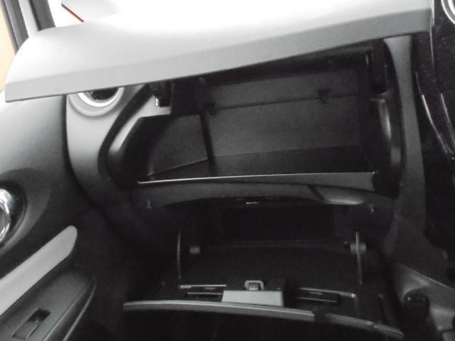 グローブボックスは奥行きたっぷり、大容量の収納スペース