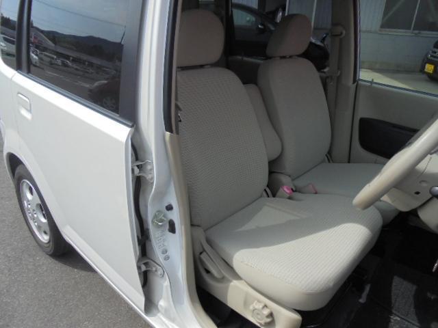 快適に運転できるドライブポジション!40mmも調整できる運転席シートリフターとシートスライドで、無理のない運転姿勢がとれます