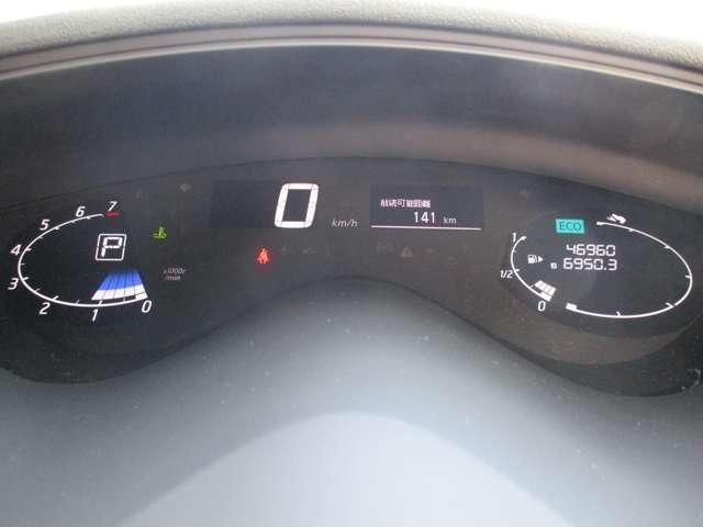 スピードメーターやタコメーターなど一般的なメーター表示に加え、ECOメーターなどエコドライブ度を表示する機能も充実。視覚的にエコドライブが楽しめます。