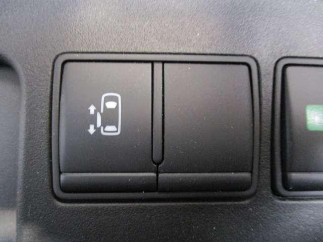 オートスライドドアは、運転席前にあるスイッチの操作でもオート開閉ができ、とても便利です。