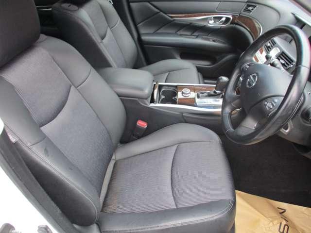 快適に運転できるドライブポジション!チルト&テレスコピック付きステアリングと電動ポジショニングで、無理のない運転姿勢がとれます。