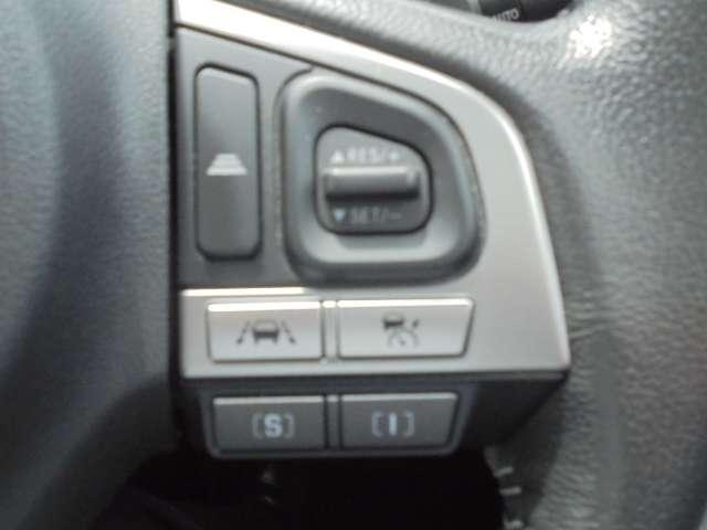 前方の車両に追従するアイサイトVer.3のアダクテゥブクルーズコントロール