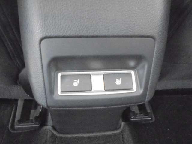 真冬でもすぐに温まり快適なシートヒーターを全席に装備