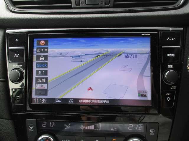 通信ユニット内蔵の日産純正9インチメモリーナビ(MM518D-L)装備。純正ならではの車種専用設計、音声対話検索に加え直接ナビからオペレーター通話も可能。ブルーレイ再生など多彩なメディアに対応。