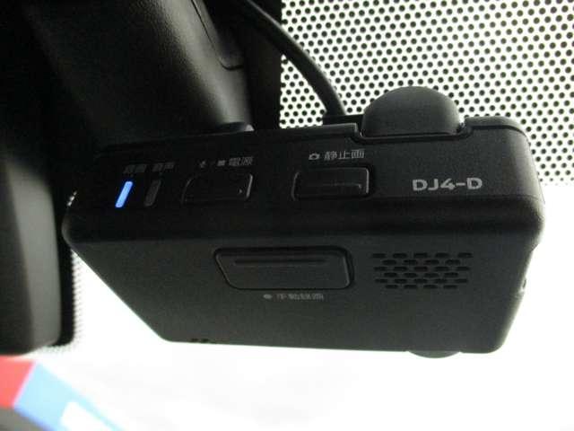 日産純正ドライブレコーダは、フルハイビジョン録画対応で高精細な映像を記録できます。