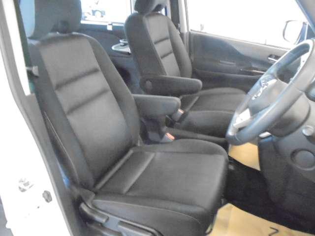 快適に運転できるドライブポジション!運転席シートリフターとシートスライドで、女性でも無理のない運転姿勢がとれます。