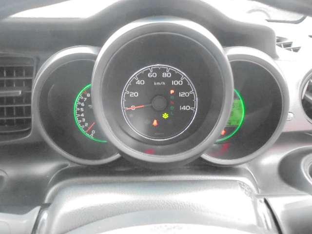 バイクの計器をイメージさせるファインビジョンメーター、航続可能距離・瞬間燃費・平均燃費なども表示できます。