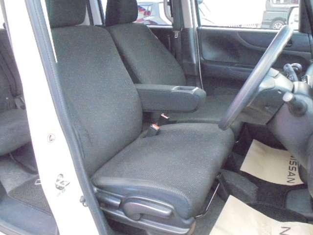 快適に運転できるドライブポジション!調整できる運転席シートリフターとシートスライドで、無理のない運転姿勢がとれます