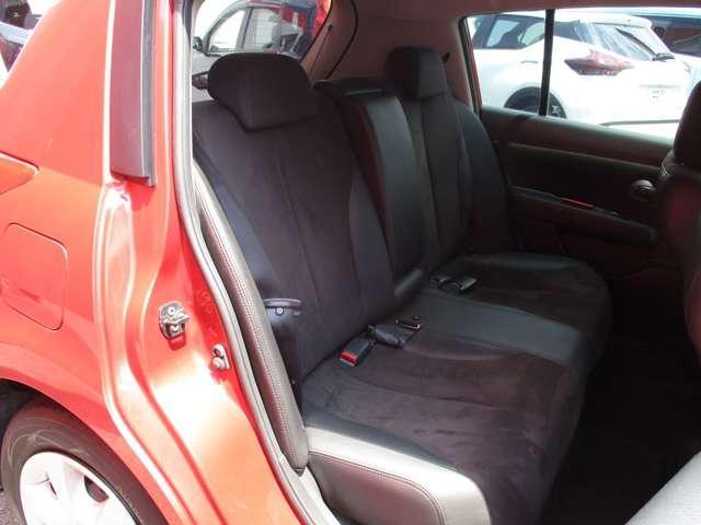 リヤシートは前後シートスライド&リクライニングができます。足元空間も広くリラックスしてドライブが楽しめます。