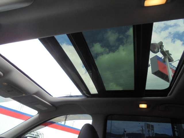 昼夜を問わず視認性に優れたファインビジョンメーター採用、各種の車両情報や航続可能距離・瞬間燃費・平均燃費なども表示する7インチ液晶カラーディスプレイ搭載です。