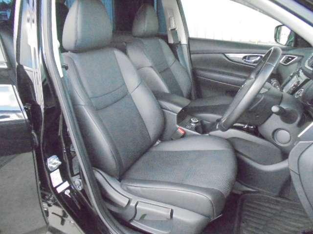 リヤシートは足元空間も広くリラックスしてドライブが楽しめます。
