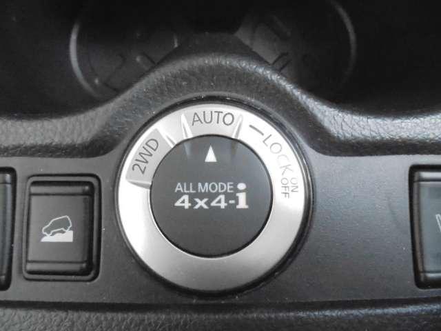 4WD切り替えスイッチとアドバンスドヒルディセントコントロール(速度設定機能付)、オールモード4WDで滑りやすいでも安心してドライブできます。