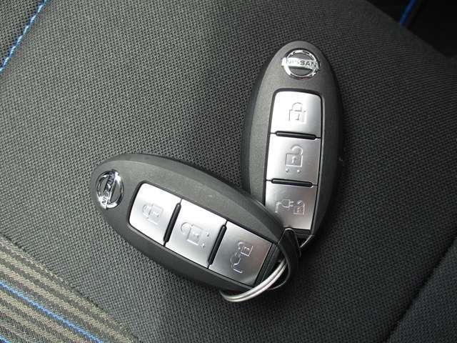 鍵を操作しなくても持っているだけでドアロック操作やエンジン始動などができるインテリジェントキー