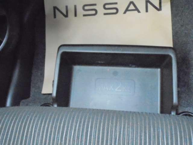 オートライトついてます。思いやりライト機能で夕暮れや雨天時のワイパー使用時に自動でヘッドライトを点灯させます。