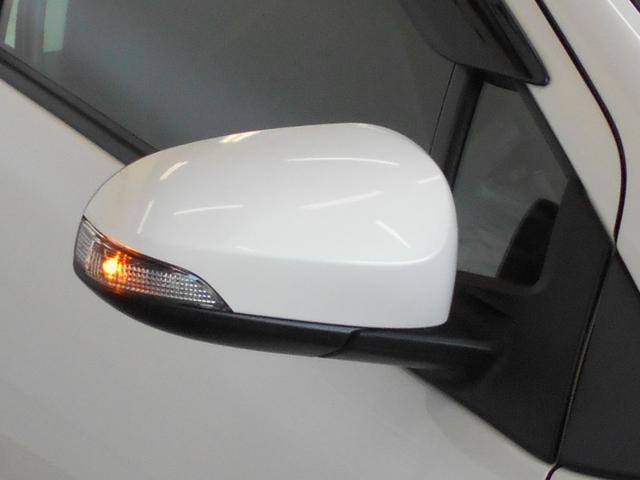 ドアミラーウインカー付きです。周りの車に、「ウインカー&ハザード」を気付いてもらえる装備です。だから、安全・安心!