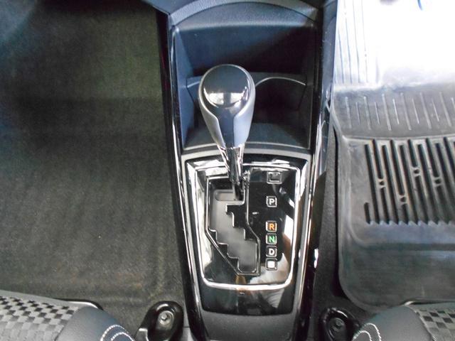 「無段変速機…CVT」です。スクーター(バイク)の様な原理で、軽やかでスムーズな走行・低燃費への貢献がメリットです。近年の車は「CVT」搭載車両が増えてきました。