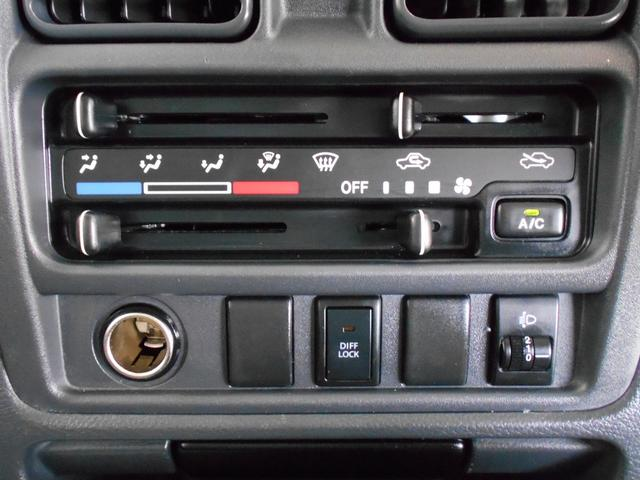 昔ながらの「マニュアルエアコン」機能です。ダイヤルを捻ったり、スライドするだけの簡単操作ですので、運転にも集中できますね。機械が苦手な方でも安心してご利用頂けます。