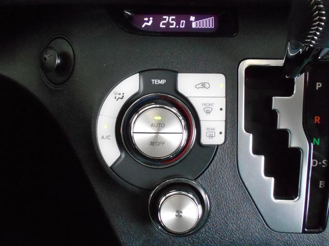 最近の便利装備スマートキーです。ポケット、カバンにキーを入れておけば鍵の開閉やエンジンのスタートが可能です。