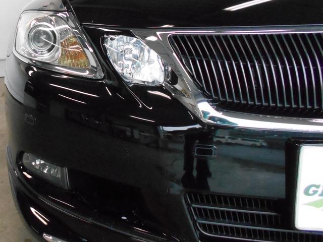 夜間走行に安心装備HIDヘッドライト。白く明るいため、夜間の走行も安全に運転できます。お車をカッコよく演出できますよ。