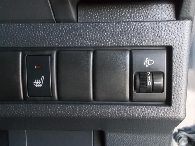 運転席は寒い冬場に活躍する「シートヒーター」が装着されています。女性のお客様には嬉しい機能の一つですね☆
