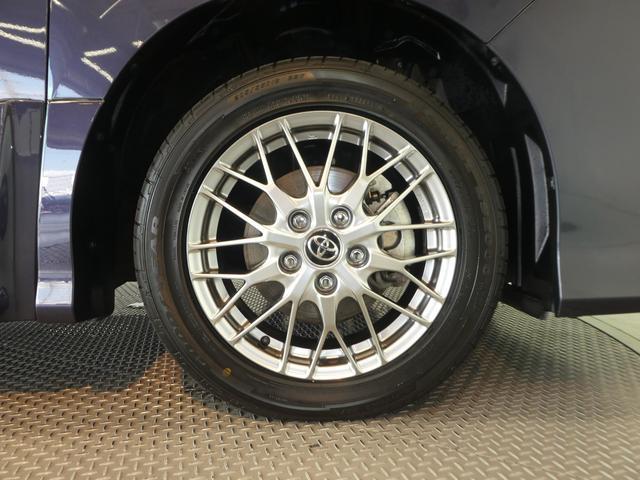 ボディやエンジンルーム、タイヤもピカピカに仕上げます。
