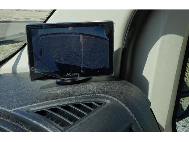右サイドカメラ映像は助手席前に専用モニターを装備!走行中は常時表示!
