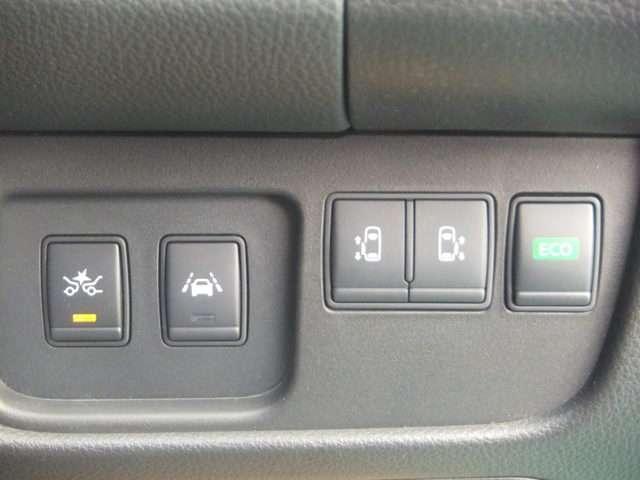 運転席のハンドル右側にまとめられたスイッチ群。一目で分かりやすく操作しやすいです。