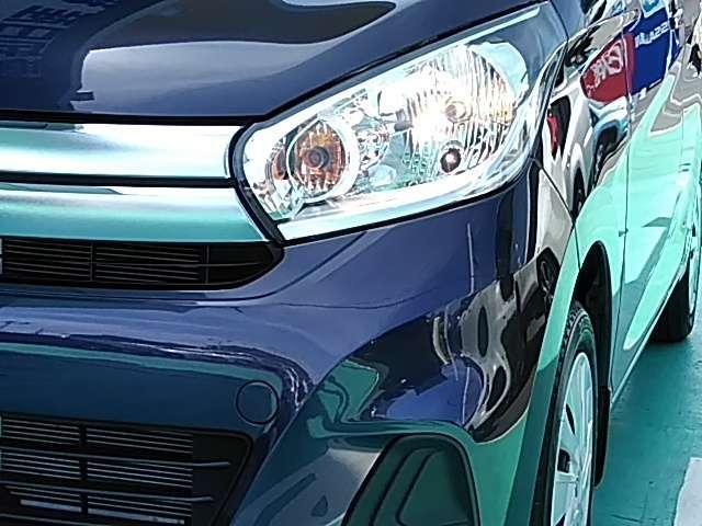 配光特性に優れ路肩まで明るく照らすハロゲンライトを採用、対向車への眩惑を防ぐマニュアルレベライザーも完備!